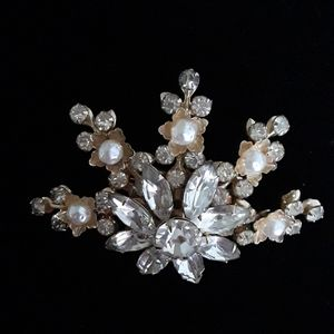 Jewelry - Vintage Brooch with Faux Diamonds and Pearls